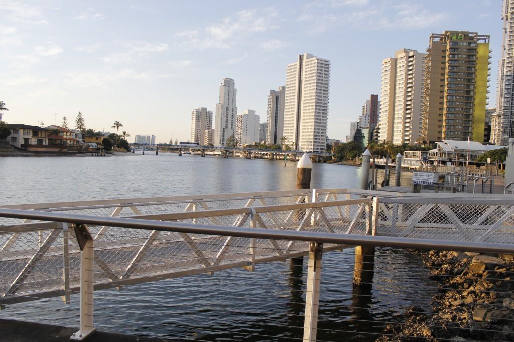 """Havnen langs elven, Nerang River, i Appel Park. Nerang betyr """"Liten hai"""" forresten."""