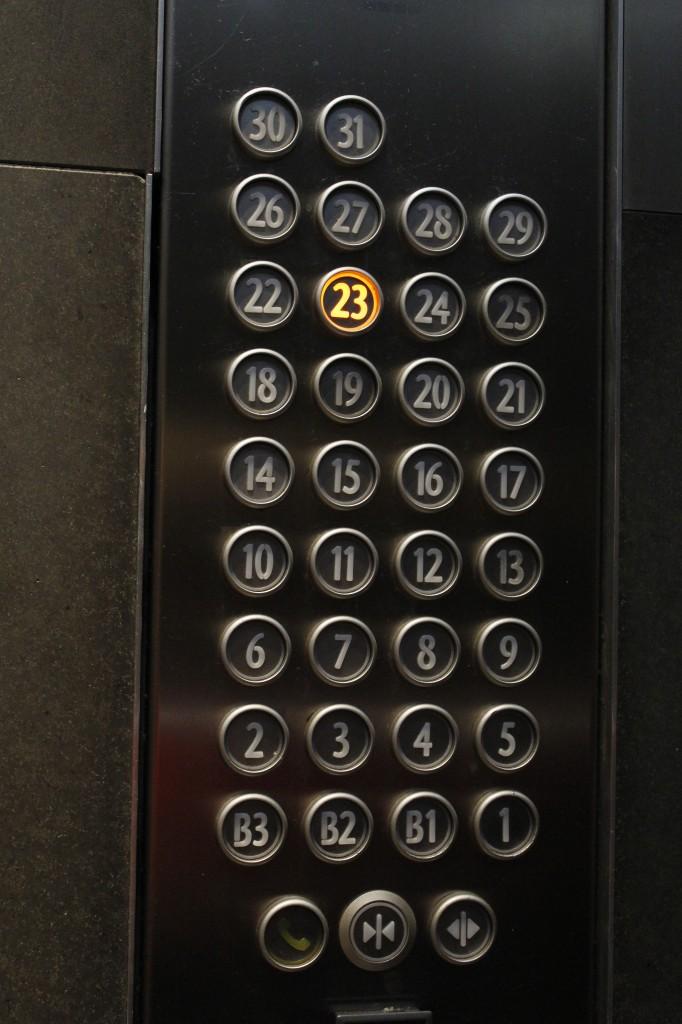 Vi bor i 23. etasje. Ikke på toppen, men helt greit!