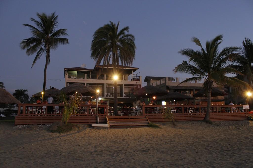 Smugglers Cove: Et plaster på såret for den seige lukten på sovesalen var at stranden var 10 meter unna hostellet.